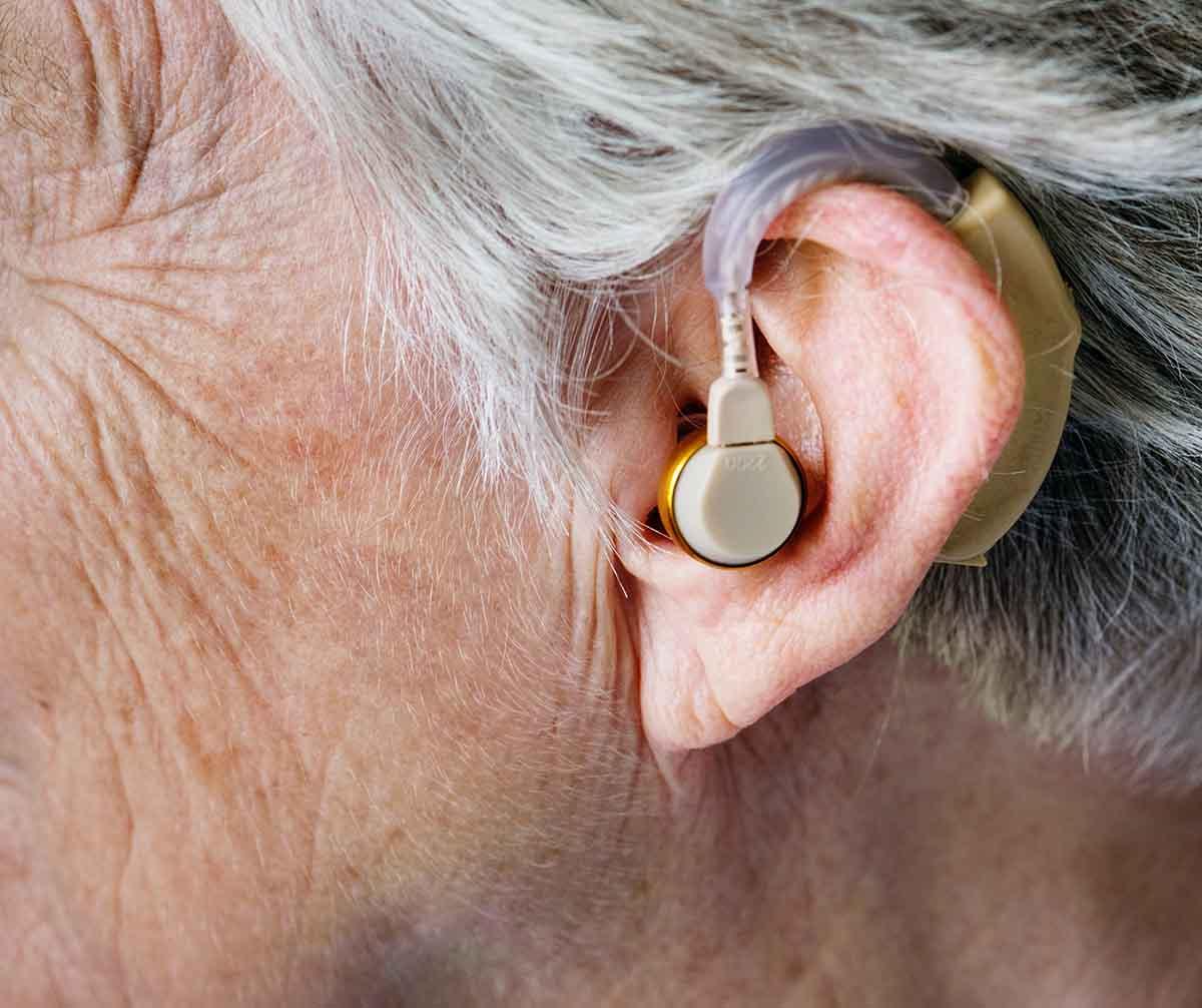 Ne dőlj be a csoda hallókészülékeknek!