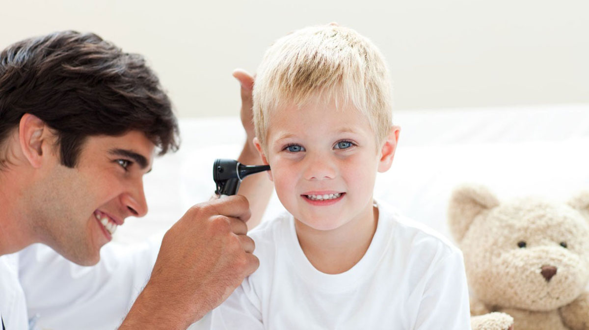 A hallás elvesztése mindenkit veszélyeztet, minden életkorban.